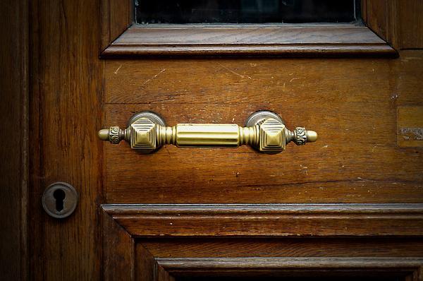 Read more about the article Drzwi i meble na wymiar jako pomysł na biznes