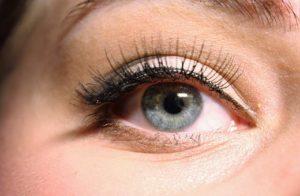 Nauka malowania eyelinerem w pisaku