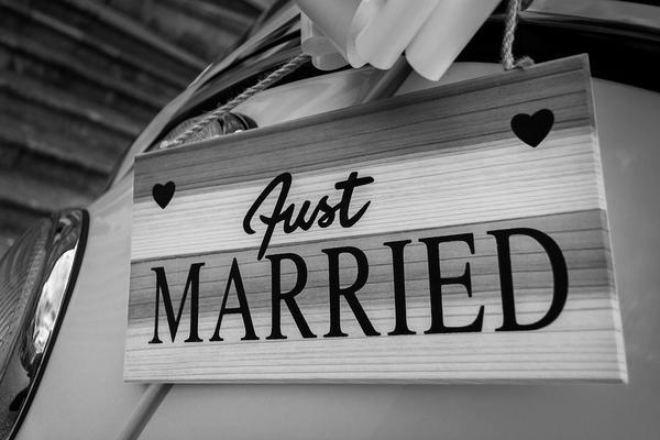 Zaskocz weselników fotobudką!