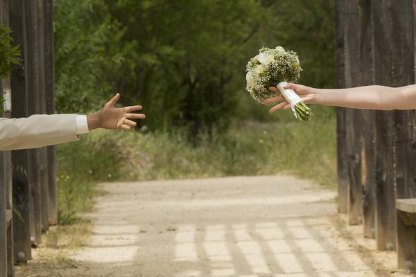 Jesteśmy w trakcie robienia ślubnych zdjęć w Toruniu