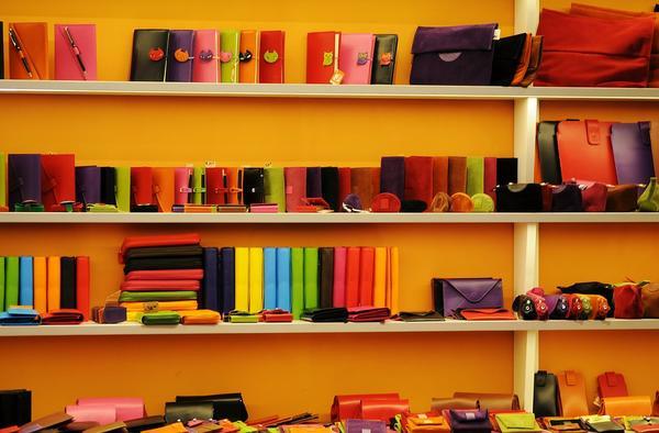 Read more about the article Wyposażenie sklepu meblami sklepowymi