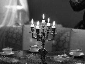 Piękne nowoczesne świeczniki